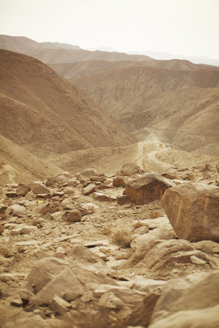 The desert road to Sante Filomena, the mountain top community where the Sotrami Fairtrade mine is located.